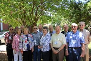 group-of-alumni